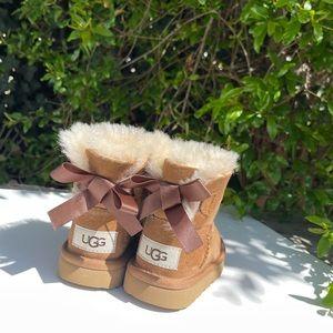 UGG🍁🍂Mini Bailey Bow chestnut Sz 6 toddler